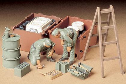 German Tank Engine Maintenance crew set